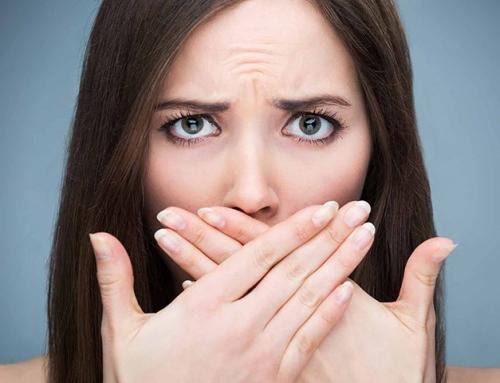 ۹ دلیل که باعث بوی بد دهان میشود